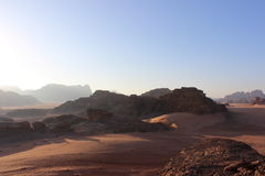 Afton i Wadi Rum, Jordanien Royaltyfri Bild