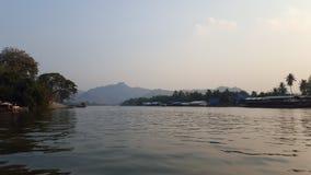 Afton på den flodKwai sikten i Kanchanaburi, Thailand Arkivfoton