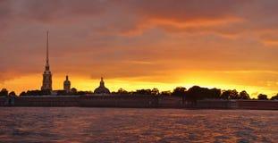 Afton på den Neva floden i St Petersburg, Rus arkivbild