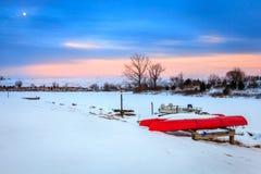 Afton på en djupfryst sjö Arkivbild