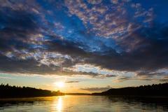 Afton på floden royaltyfri fotografi