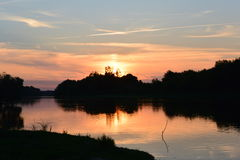 Afton på floden i sommar Royaltyfria Bilder