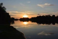 Afton på floden i sommar Arkivfoton