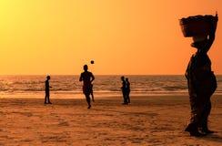 Afton på stranden av Goa Arkivbilder