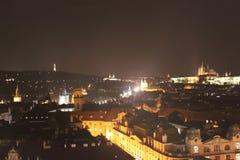 Afton Prague, sikt från ovannämnt med stadshuset Royaltyfria Bilder