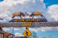 Afton,怀俄明,美国- 2018年6月07日:世界` s larges elkhorn曲拱的室外看法在入口的  免版税库存图片