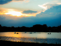 Afton sjön Rama 9 parkerar i Bangkok Thailand Arkivfoto