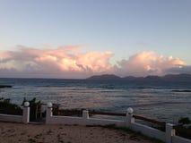 Afton som fäller ned det karibiska havet för himmel Fotografering för Bildbyråer