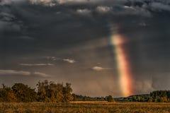 Afton stormiga molniga blåa Gray Sky Använd det som en bakgrund Regnbåge i bakgrund Arkivfoton