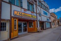 Afton, Wyoming, Estados Unidos - 7 de junho de 2018: Vista exterior do arco do elkhorn dos larges do ` s do mundo na entrada do fotografia de stock