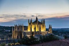 Aftonbelysning av kupolen av Monasterioen de San Juan de los Reyes i Toledo, Spanien royaltyfri foto
