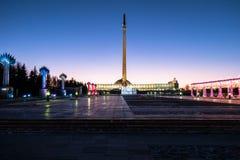 Aftonbelysning i Victory Park på Poklonnaya Gora moscow Ryssland Arkivbild