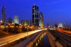 Natten beskådar på Tel Aviv, Israel. Arkivfoto