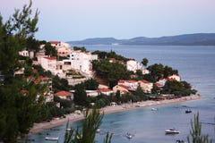 Aftonen i Omis, Kroatien Royaltyfri Bild