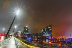 Aftonen och natten skissar på hirsgatorna i mitten av porten av Hamburg Royaltyfria Bilder