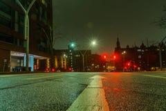 Aftonen och natten skissar på hirsgatorna i mitten av porten av Hamburg Royaltyfria Foton