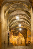 Aftonen tänder i slotten av Cesky Krumlov arkivfoton