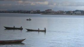 Aftonfiskeaktivitet på den Conakry kusten lager videofilmer