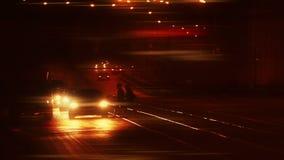 Aftonflöde av bilar i staden stock video