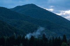Aftonflyktställe på berget Royaltyfri Fotografi