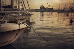 Aftonhamn i Toulon, Frankrike arkivfoton