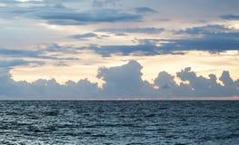 Aftonhavsatmosfär är härlig arkivfoto