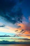 Aftonhimmel över sjön Titicaca i Bolivia Arkivbild