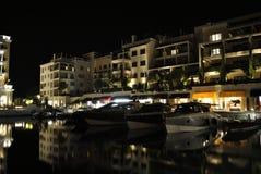 Aftoninvallning med reflexion i Porto Montenegro royaltyfri fotografi