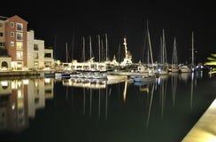 Aftoninvallning med reflexion i Porto Montenegro royaltyfria bilder