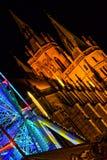 Aftonjulmarknad, färgrik karusell Royaltyfri Bild