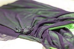 Aftonkläderna stänger sig upp royaltyfri fotografi
