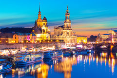 Aftonlandskap av den gamla staden i Dresden, Tyskland royaltyfri fotografi