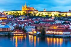 Aftonlandskap av Prague, Tjeckien arkivfoton