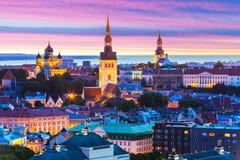 Aftonlandskap av Tallinn, Estland Arkivbild