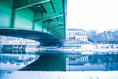 Aftonlynne på Donauen i Wien Royaltyfri Foto