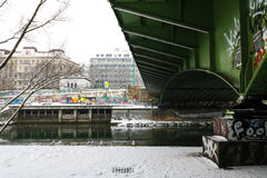 Aftonlynne på Donauen i Wien Royaltyfria Foton