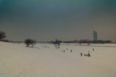 Aftonlynne på Donauen i Wien Arkivfoton