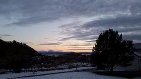 Aftonnedgångsom som är vintergästgivargård luften Fotografering för Bildbyråer