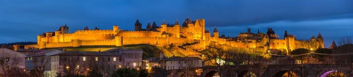 Aftonpanorama av den Carcassonne fästningen, Frankrike Royaltyfri Foto