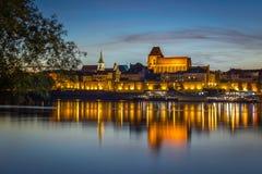 Aftonpanorama av den gamla staden i Torun, Polen Arkivfoton