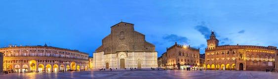 Aftonpanorama av piazza Maggiore, Bologna Fotografering för Bildbyråer