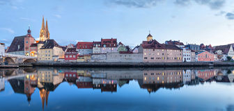 Aftonpanorama av Regensburg Royaltyfria Foton