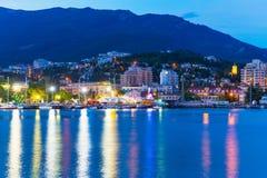 Aftonpanorama av Yalta, Krim, Ukraina royaltyfria foton