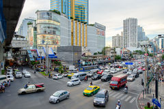 Aftonrusningstid i den Bangkok mitten, Thailand Arkivfoto