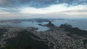 Aftonsikt av botafogo- och sugarloafberget i Rio de Janeiro stock video