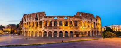 Aftonsikt av Colosseumen i Rome Arkivbild