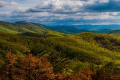 Aftonsikt av de Appalachian bergen i den Shenandoah nationalparken, Virginia. Royaltyfri Foto