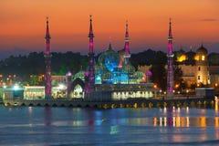 Aftonsikt av den crystal moskén i Kuala Terengganu, Malaysia Arkivbilder