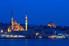 Aftonsikt av en av moskéerna av Istanbul Arkivfoto