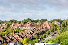 Aftonsikt av raden av typisk engelska terrasserade hus i Northampton Arkivbilder